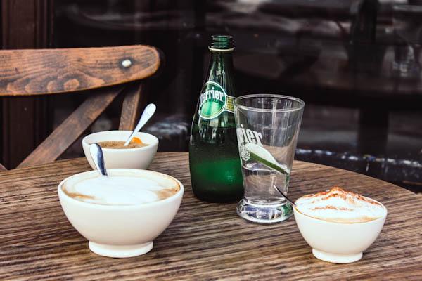 UN CAFÉ ET UN PERRIER